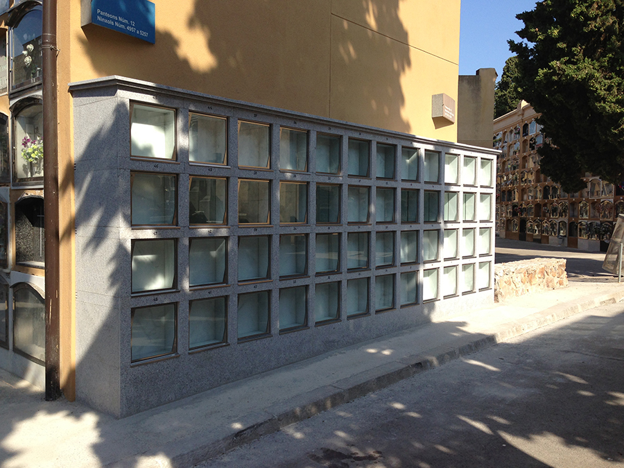 Columbarios cinerarios con puerta de cristal