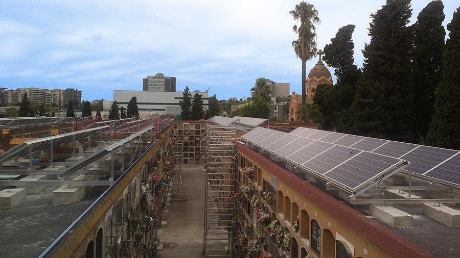 Plaques solars del cementiri de Les Corts