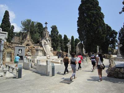 Visita pedagògica al cementiri de Montjuïc