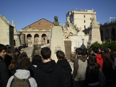 Visita pedagògica al cementiri de Poblenou