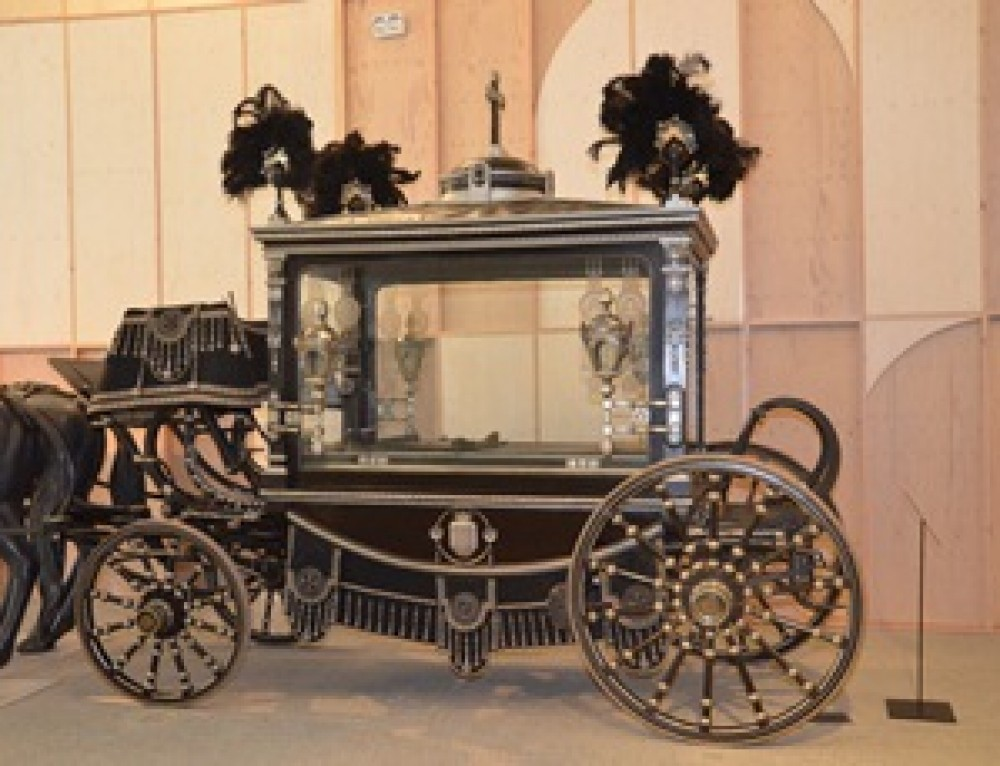 The Funeral Carriages in the Illa Diagonal Mall