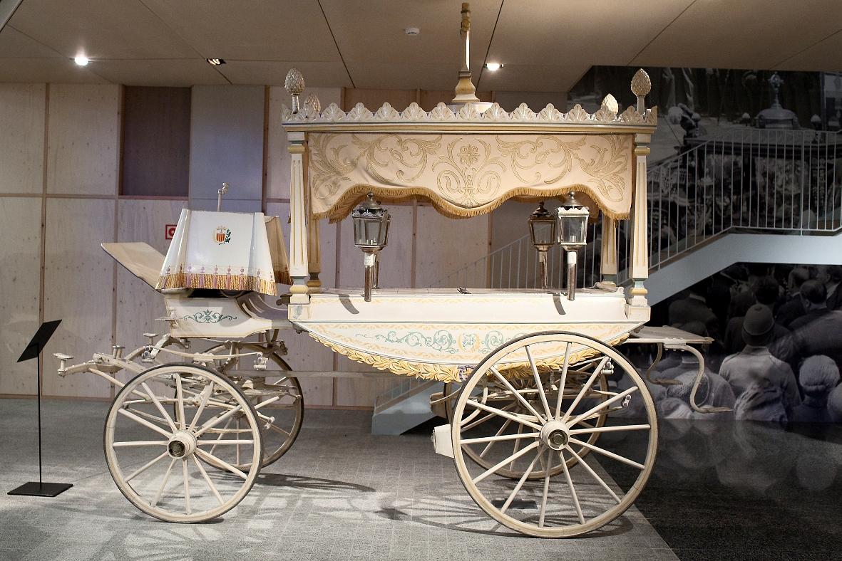 Cotxe blanc de luxe