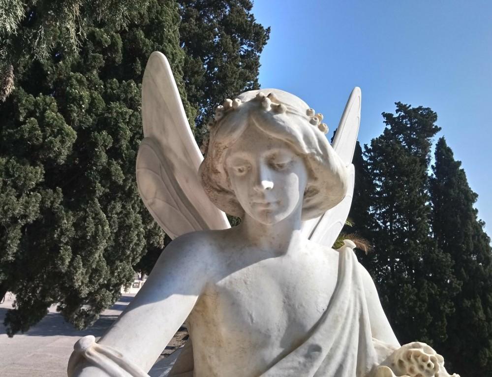 Ningún ángel sin alas. Cementiris de Barcelona apuesta por la recuperación el patrimonio