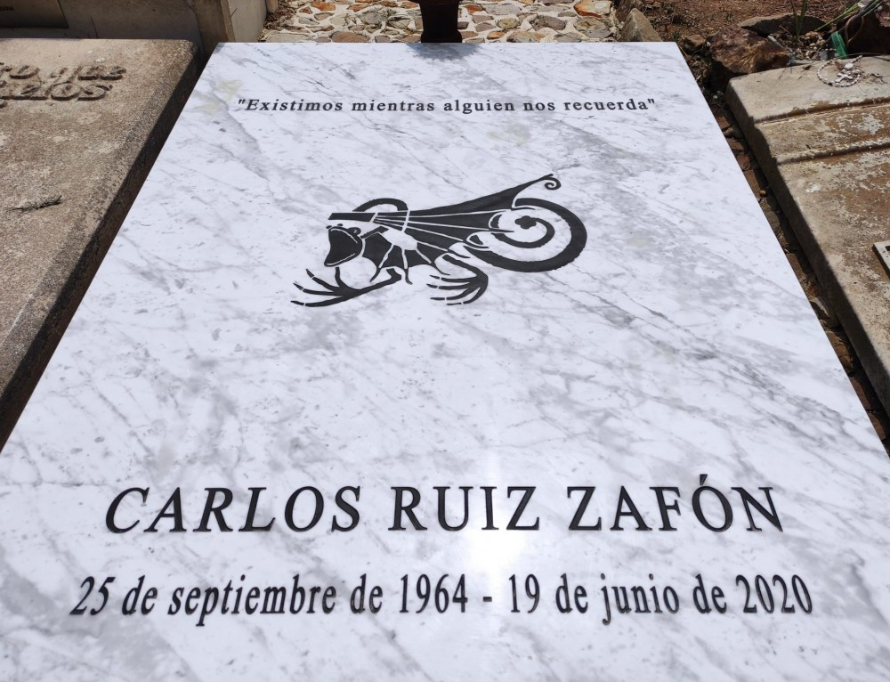 CEMENTIRIS DE BARCELONA AÑADE AL ESCRITOR, CARLOS RUIZ ZAFÓN, A LA RUTA DE MONTJUÏC